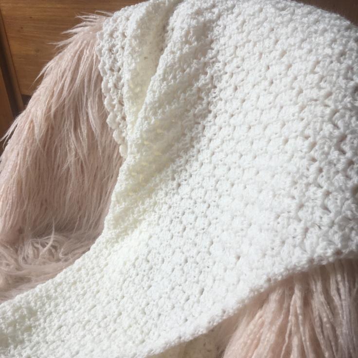 cadeau naissance couverture bébé luxe crochet tricot duchesse blanche blanc casse 2