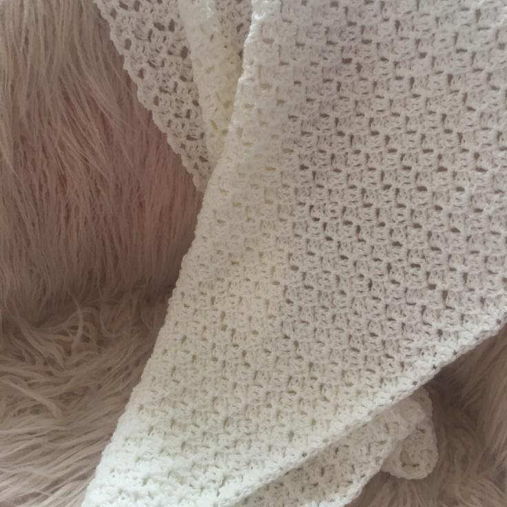 cadeau naissance couverture bébé luxe crochet tricot duchesse blanche blanc casse 3
