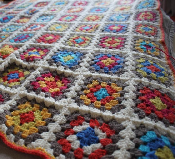 Couverture En Carrés Granny Multicolores Le Coin Paisible