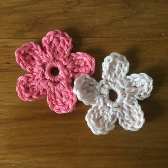 tuto gratuit fleur au crochet simple cinq pétales ronds